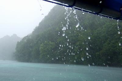 090502パラオ雨.JPG